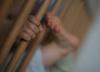 31-latek skatował 18-miesięczne dziecko. Dopiero co adoptował je ze swoim partnerem