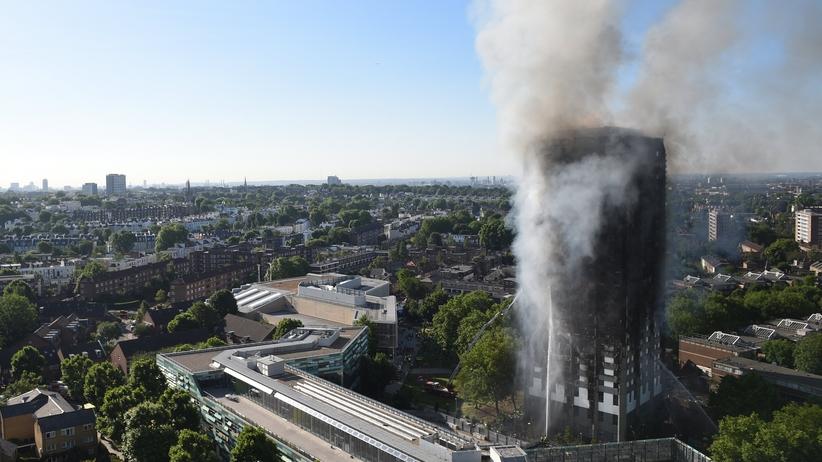 Brytyjskie władze żądają natychmiastowych działań. Setki budynków zagrożonych pożarem