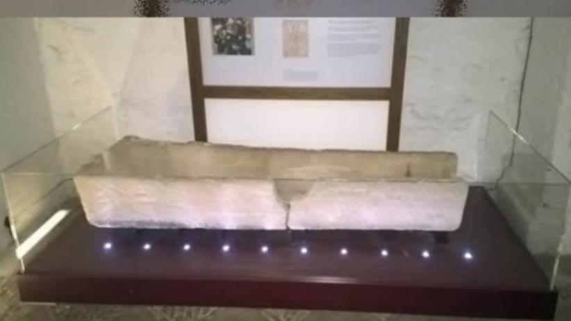 Rodzice zniszczyli 800-letnią trumnę. Chcieli zrobić dziecku pamiątkowe zdjęcie [WIDEO]