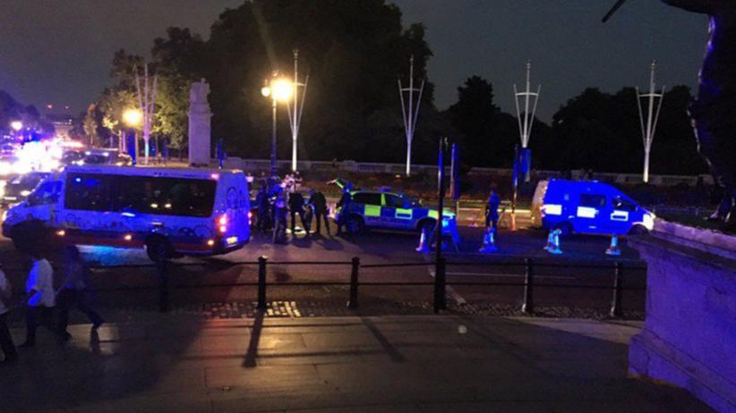 Seria ataków w Europie. Mężczyzna ranił policjantów w Londynie