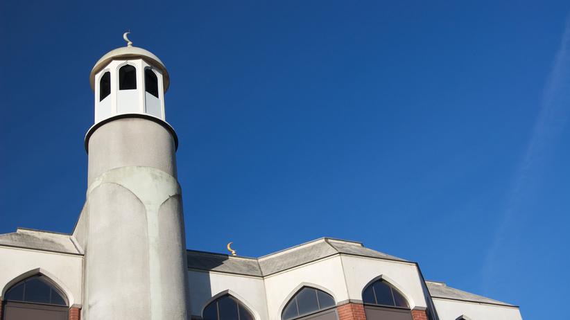 Wykrzykiwał antyislamskie hasła i wjechał w grupę ludzi przed meczetem