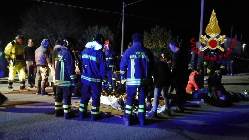 Włochy. Atak paniki podczas koncertu w dyskotece. Sześć osób nie żyje