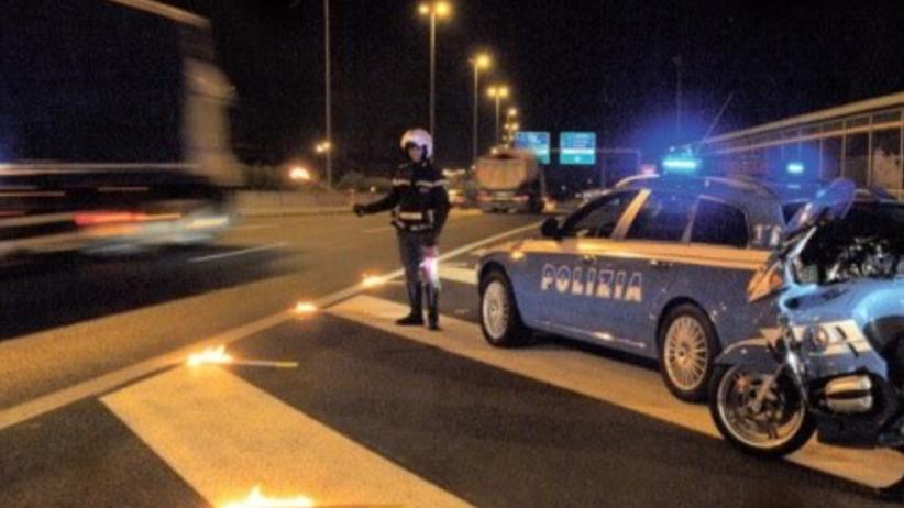 Polak zablokował włoską autostradę. Kompletnie pijany nie był w stanie chodzić, ale prowadził ciężarówkę