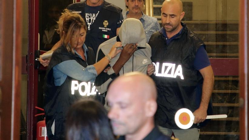 Włoskie media ujawniają informacje o zatrzymanych gwałcicielach w Rimini
