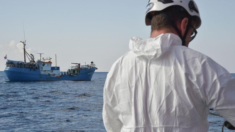 Włosi zablokowali niemiecki statek z uchodźcami na wyspie Lampedusa