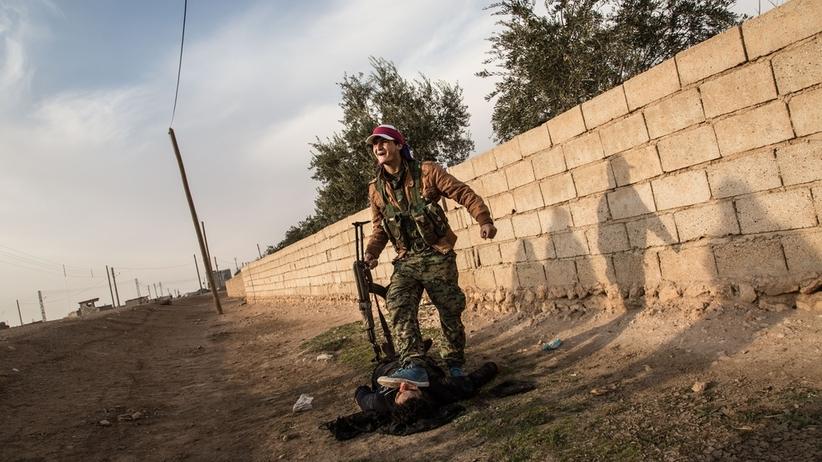 Walka o stolicę ISIS. Turcja grozi odwetem, Kurdowie mają się wycofać