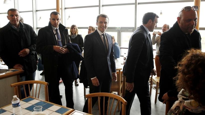 Francja wybiera prezydenta. W pierwszych godzinach na czoło wysunął się Macron