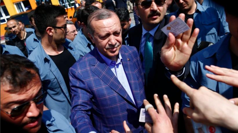 Erdogan z władzą absolutną? Turcy zagłosowali w rederendum