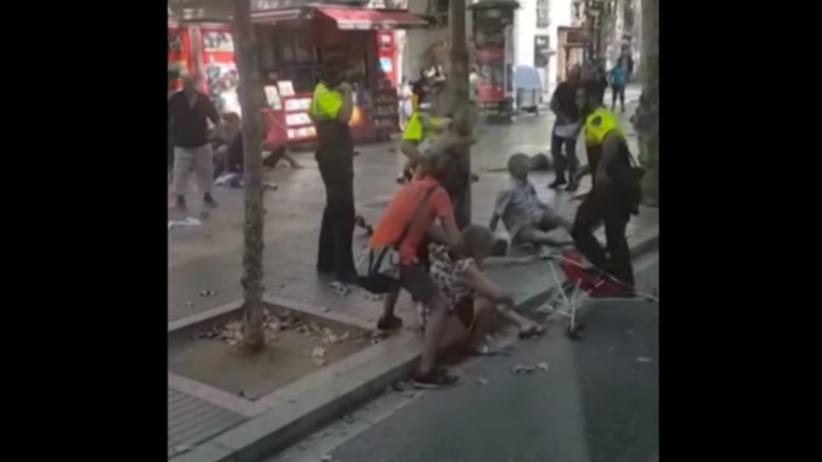 Policjant okrzyknięty bohaterem. Nagranie z Barcelony pokazuje skalę dramatu [WIDEO]