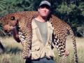 Zemsta matki natury. Znany myśliwy na polowaniu został zabity przez słonia