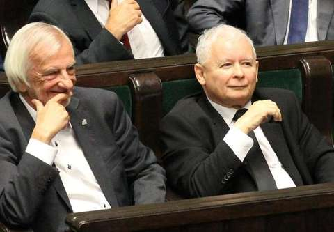 31 113 do 9987. PiS nokautuje Koalicję Obywatelską przed startem wyborów