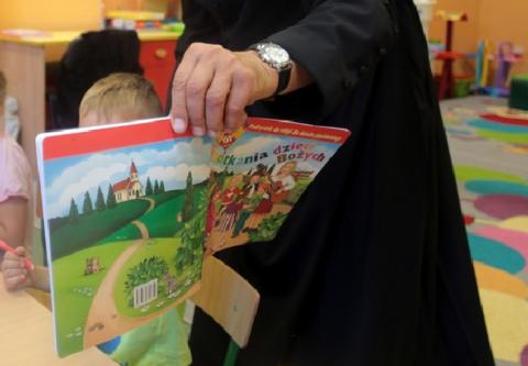Partia Razem chce likwidacji lekcji religii. ''Koszt katechezy powinien ponosić Kościół''