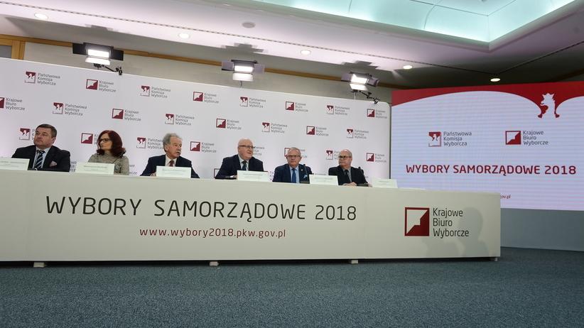 Exit Poll: PiS wygrywa w 9 województwach. PKW: Oficjalne wyniki na przełomie wtorku i środy