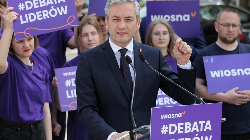 Biedroń wyzywa do debaty Kaczyńskiego i Schetynę