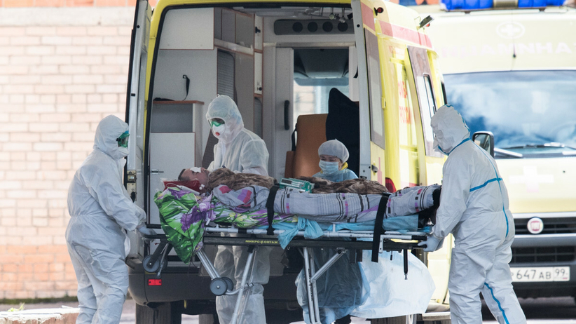 """Karetka UE obawia się """"eksplozji"""" zmutowanego koronawirusa."""
