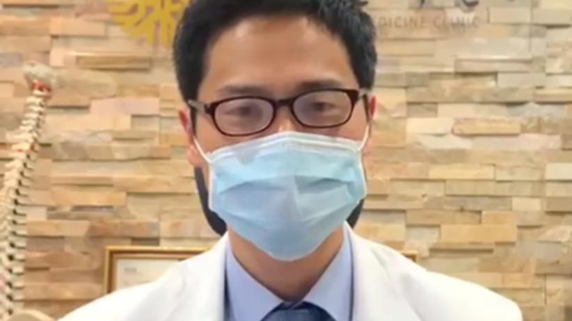 Zaparowane okulary od noszenia maseczki? Oto demonstracja jak się tego pozbyć