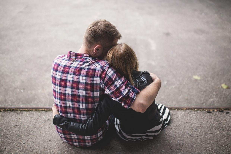 Koronawirus nie zabija miłości. Jak żyją pary rozdzielone przez pandemię?
