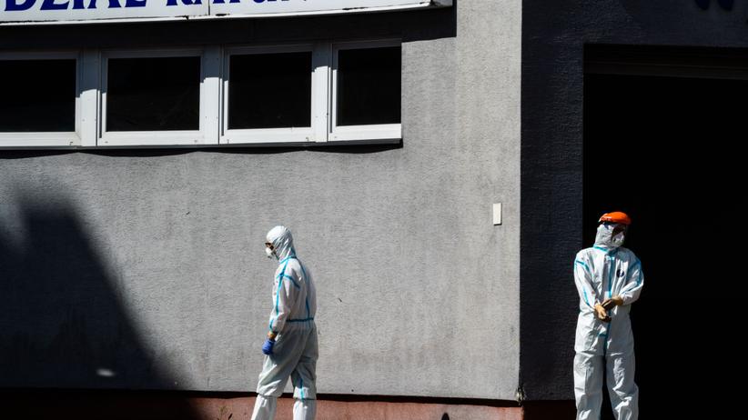 Prawie 300 zakażeń, kilkanaście osób nie żyje. Koronawius w Polsce nie słabnie