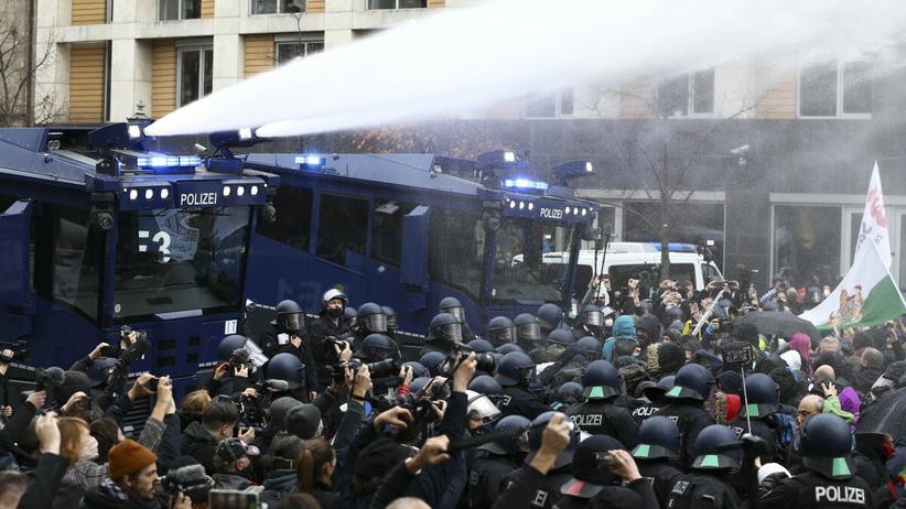 Berlin, pacyfikacja marszu antycovidowców