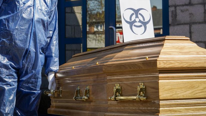 Postępowanie ze zwłokami zmarłych na COVID-19. Resort zdrowia określił zasady