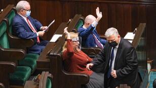 Sejm przyjął ustawę covidową. Kara grzywny lub nagany za nieprzestrzeganie obostrzeń