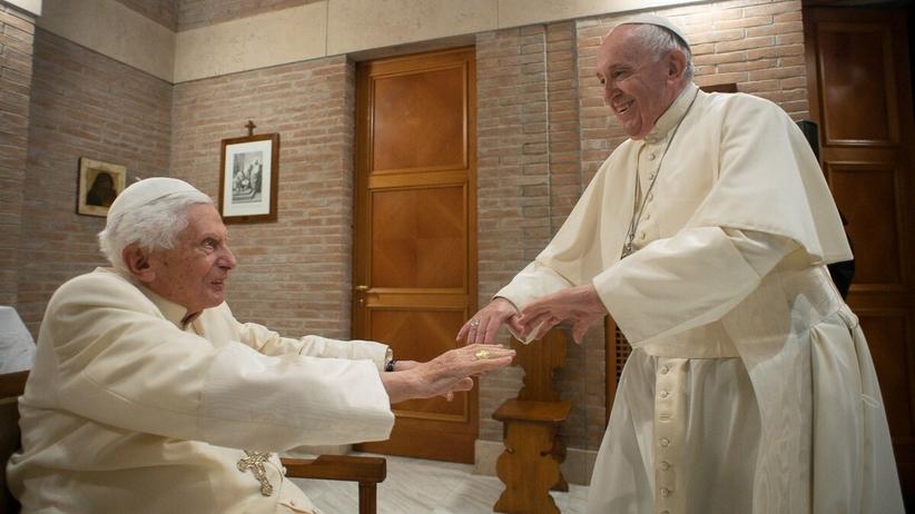 Papież Franciszek zaszczepiony przeciw Covid-19