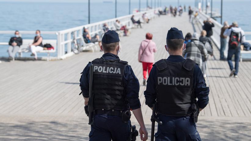 Policja mandaty za brak maseczek w czasie epidemii
