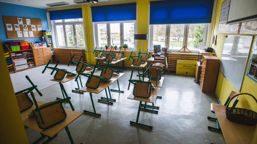 Wałbrzych. Prawie 70 zakażonych nauczycieli. Wstrzymano otwarcie szkół