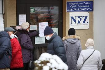 Mniejsza dostawa szczepionek Pfizera. Polacy masowo ruszyli z zapisami