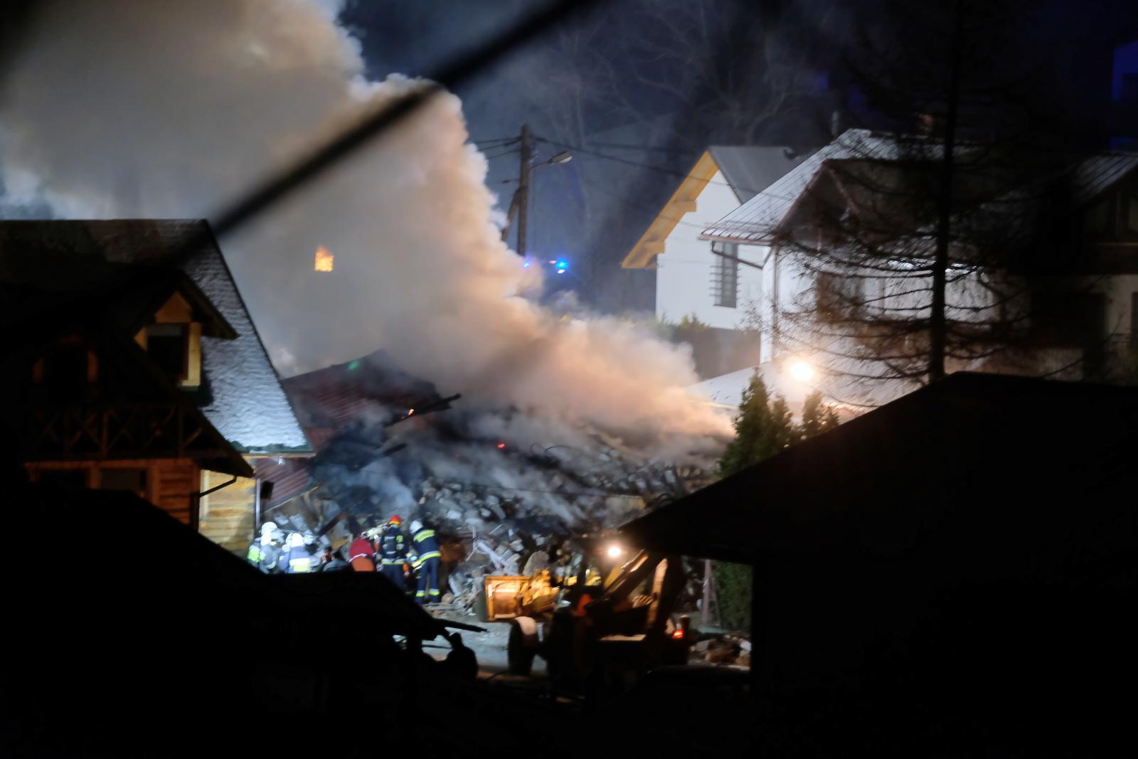 Na miejscu wybuchu gazu w Szczyrku jest około 100 strażaków