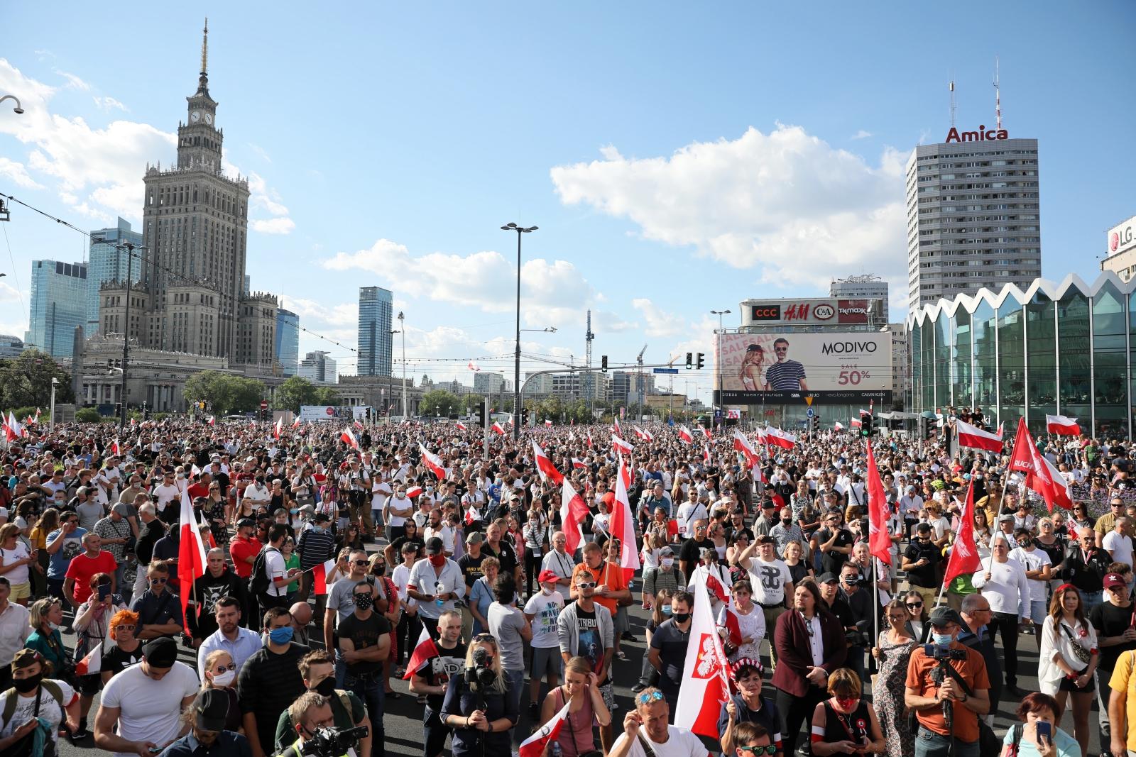 Mieszkańcy stolicy oddają cześć uczestnikom Powstania Warszawskiego