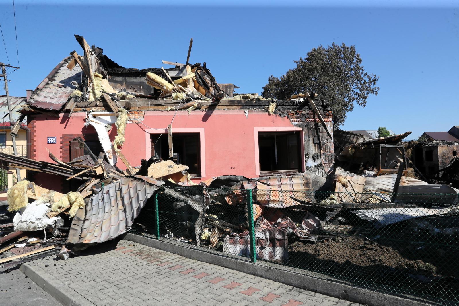 Nowa Biała. Dom zniszczony w pożarze