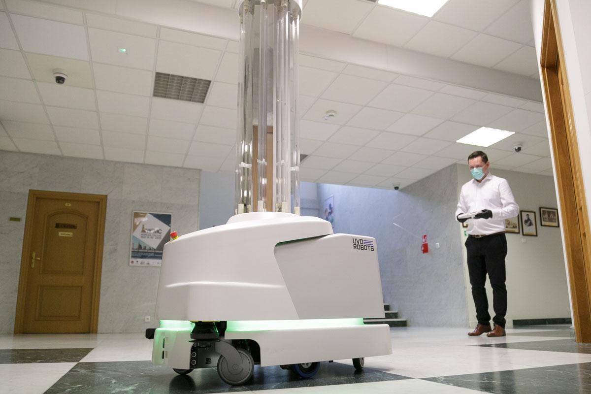 robot do walki z koronawirusem