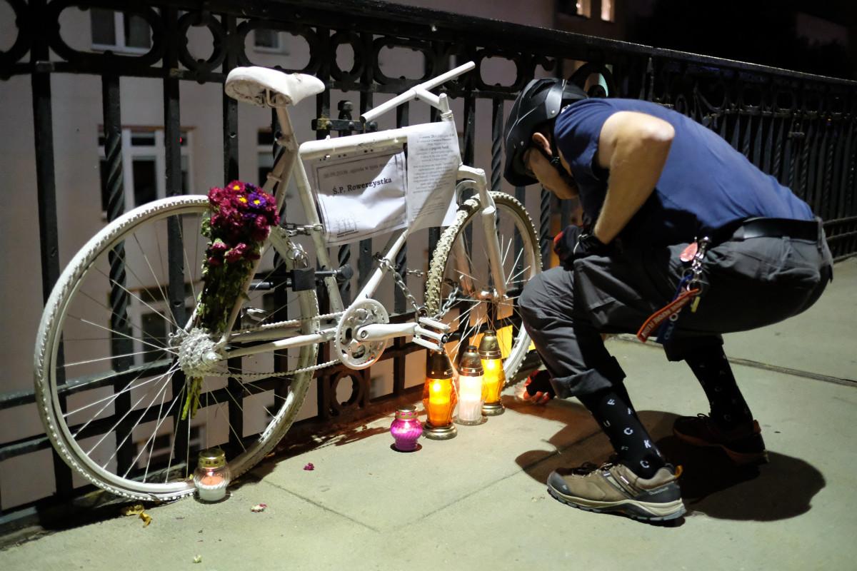 rower mający upamiętniać ofiarę wypadku na moście Poniatowskiego