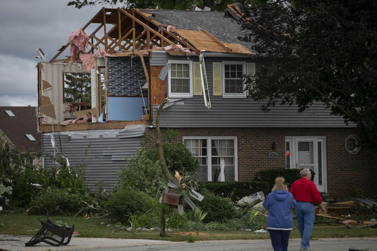 Tornado na przedmieściach Chicago