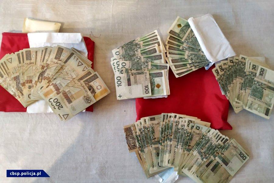 wyłudzone pieniądze