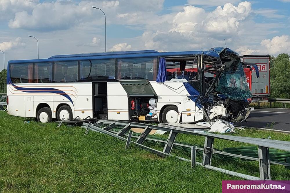 Wypadek autokaru z dziećmi koło Kutna