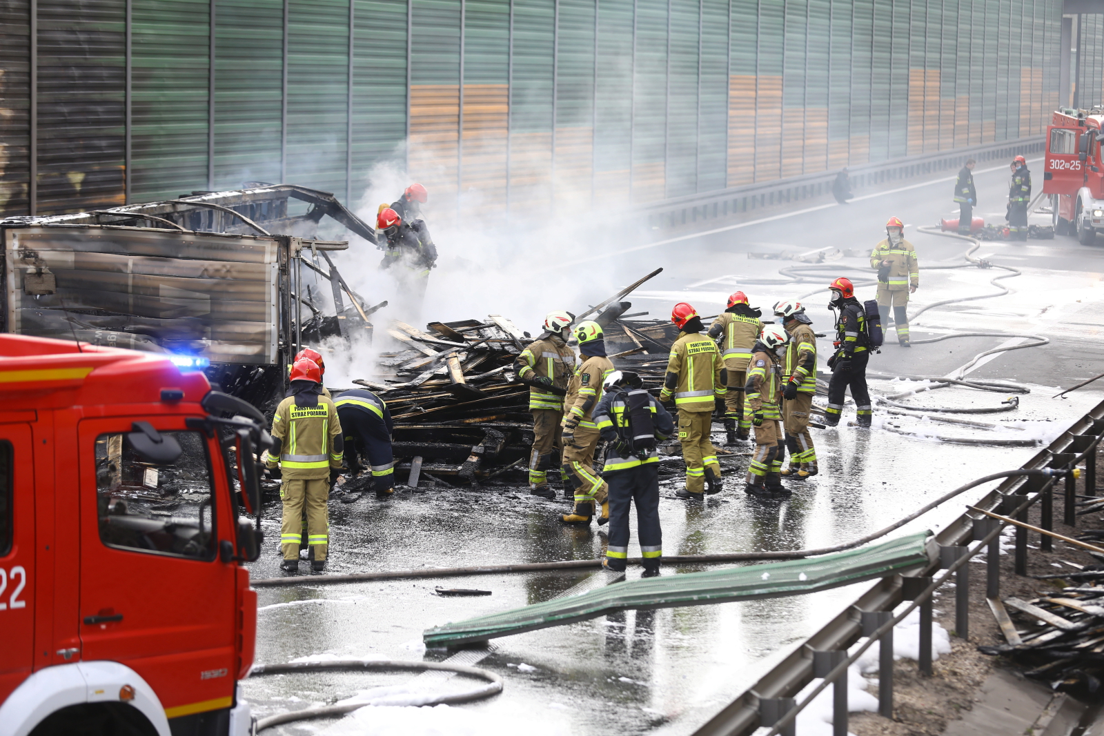 Wypadek na S8. Spłonął tir, jedna osoba nie żyje