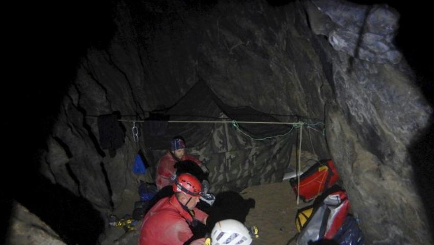 Zdjecia-TOPR-z-wnetrza-jaskini.-Ratownicy-pracuja-w-bardzo-ciezkich-warunkach_article