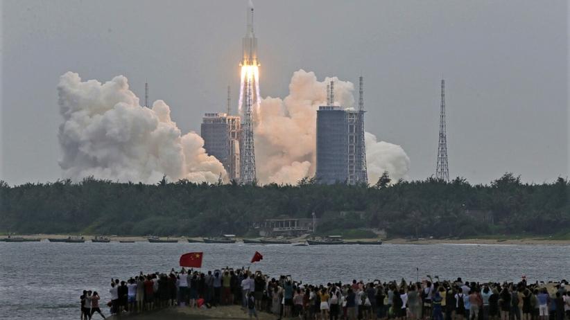 fragment chińskiej rakiety uderzy w Ziemię