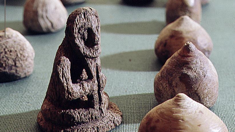 Niewiarygodne odkrycie. Mieniący się kamień okazał się…''planszówką'' wikingów