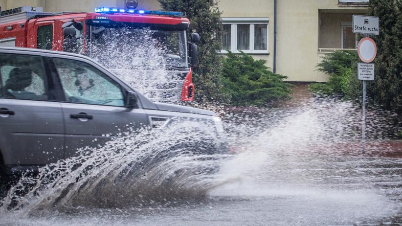 Alert RCB na Mazowszu. Burze z gradem, zalane ulice i podtopione piwnice