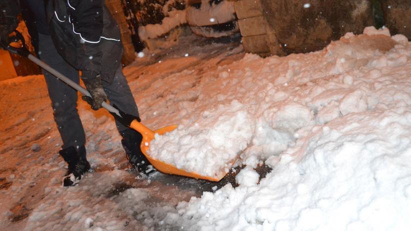 Atak zimy i śnieg we Francji doprowadził do chaosu. Jedna osoba nie żyje