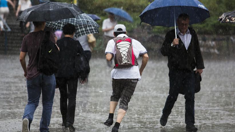 Burze z deszczem. Alerty IMGW dla 10 województw