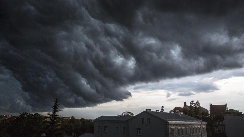 Burze z gradem w całym kraju. IMGW ostrzega: może być groźnie