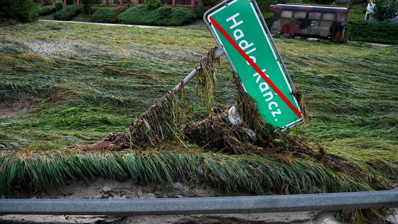 Burze z gradem w prawie całej Polsce. Jest zagrożenie kolejnymi powodziami
