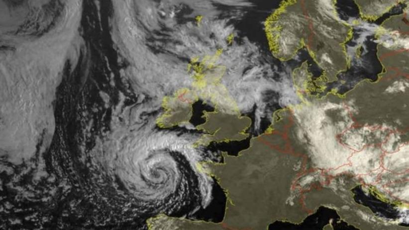 Cyklon brytyjski zepsuje pogodę w Polsce