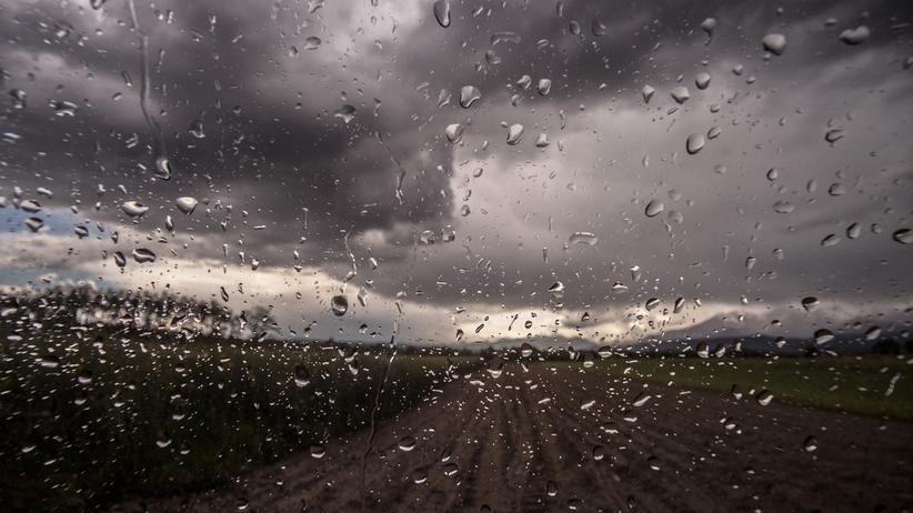 Chmury, deszcz