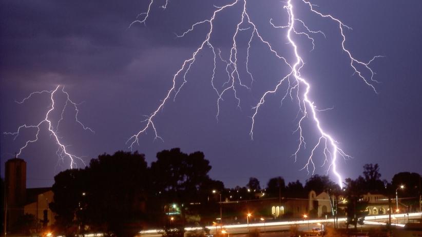 Gdzie jest burza 24 maja? Mapa burz online. Alert IMGW dla 10 województw  - Wiadomości
