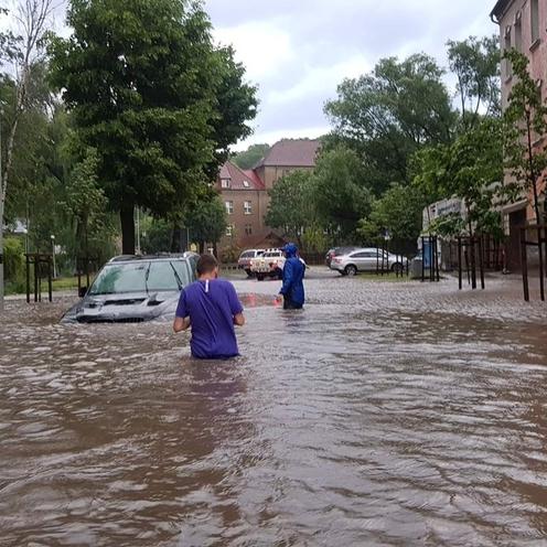 Gorzów Wielkopolski. Paraliż po ulewie. Na rondach tworzyły się baseny